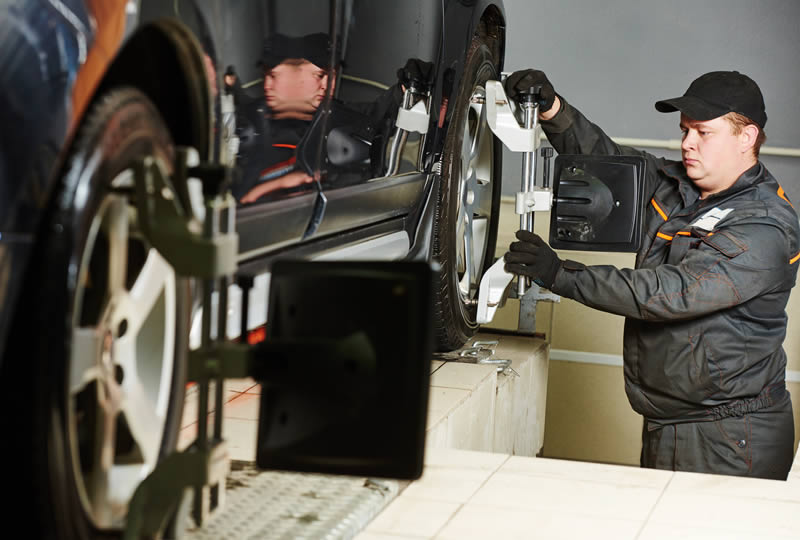 2 & 4-Wheel Alignment for Your Vehicle in Downriver Michigan
